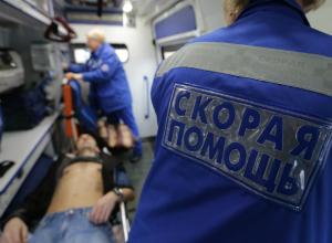 Водитель «Лады» покалечился сам и травмировал своих пассажиров в ДТП с припаркованной «Газелью» под Ростовом