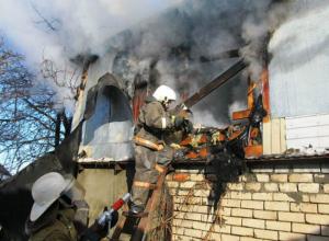 Мужчина и женщина заживо сгорели в своих домах в Ростовской области
