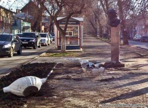 В Новочеркасске водитель ВАЗа врезался в бюст Пушкина