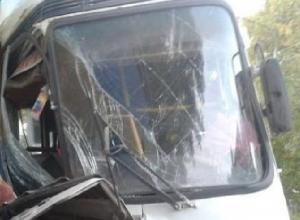 В Ростовской области автобус с сотрудниками компании «Глория Джинс» попал в ДТП: 1 погиб, 5 пострадали