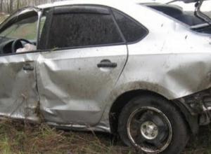В Ростовской области автоледи на иномарке въехала в остановку: один погиб, трое пострадали
