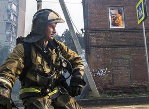 Сотрудник МЧС вступился за коллег, работавших на пожаре за Театральной площадью