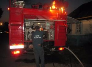 Крупный пожар площадью почти 100 квадратных метров тушили ночью в Ростове