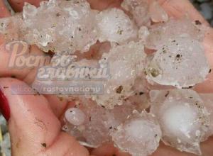 Падающие с неба глыбы льда побили окна домов и повергли в ужас жителей хутора Ростовской области
