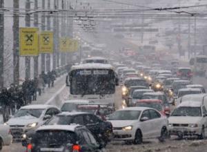 Обрушившийся на Ростов снегопад создаст опасную ситуацию на городских дорогах в эту пятницу