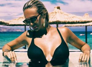 «Космическая» красавица Виктория Лопырева показала сексуальное тело на экзотическом острове