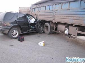 Под Ростовом «Мерседес» влетел под «Камаз»: погибла женщина-водитель