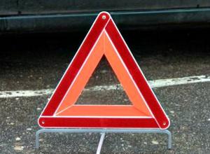 В массовой аварии пострадало двое человек на трассе в Ростовской области