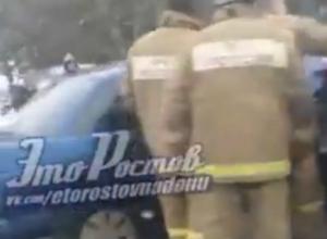 Жуткое массовое ДТП с тремя пострадавшими людьми на трассе под Ростовом попала на видео