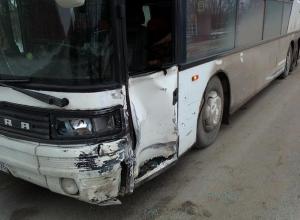 В Ростовской области пенсионер спровоцировал аварию с автобусом и автокраном