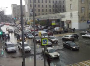 Ростов намертво встал в утренних девятибалльных пробках