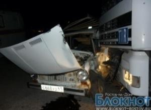 В Ростовской области «ВАЗ-2101» столкнулась с груженой фурой