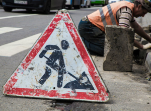 Власти обещают обеспечить «Безопасные и качественные дороги» до холодов в Ростовской области
