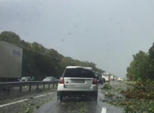 Сильнейший дождь с градом обрушился на трассу М-4
