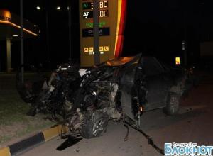 В Ростове иномарка на скорости врезалась в МАЗ: пять человек погибли