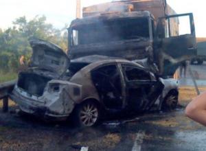 Под Ростовом «Мазда» столкнулась с КамАЗом: водитель иномарки сгорел в машине