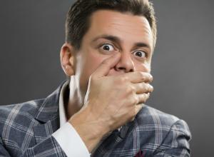 Топ-5 причин потемнения зубов