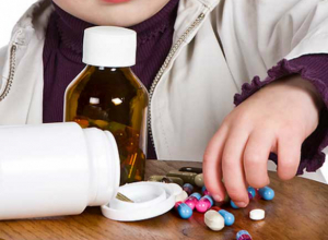 Оставленные без присмотра малыши отравились антибиотиками, играя с таблетками в Ростове