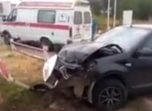 Переломавшее руки молодой матери страшное ДТП на трассе под Ростовом попало на видео