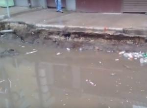 В центре Ростова дождь образовал искусственное озеро