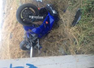 Молодой байкер погиб в одиночном ДТП на абсолютно пустынной дороге под Ростовом