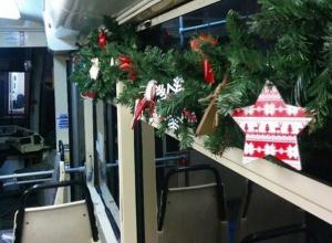 В Ростове начал курсировать новогодний трамвай