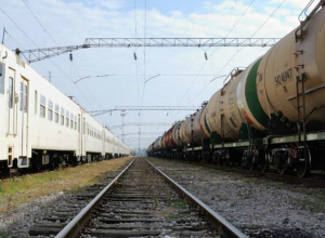 Грузовой поезд раздавил двух женщин на переезде в Ростовской области