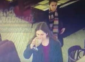 Юные и жадные барышни-аферистки попали на камеры видеонаблюдения в кафе Ростова