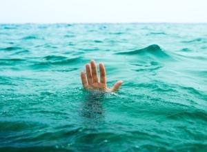 Пьяная женщина после совета приятеля утонула в озере Ростовской области
