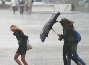 Штормовое предупреждение из-за надвигающейся грозы с ливнем и градом объявлено в Ростовской области