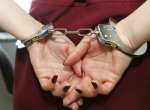За преступную связь с заключенными сотрудница ростовского СИЗО оказалась на скамье подсудимых