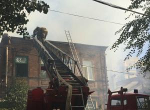 Частный сектор за Театральной площадью Ростова снова объят огнем
