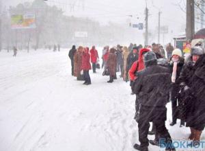 В Ростове на общественном транспорте невозможно уехать, а таксисты установили «праздничные» тарифы