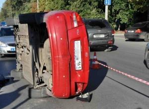 В Ростове иномарка сбила женщину и ее 4-летнюю дочку: девочка скончалась на месте. Видео