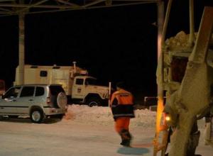 В Ростовской области продолжается расчистка трассы М-21: движение по-прежнему ограничено