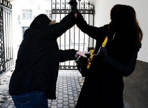 Безоружный полицейский кстати проходил мимо и спас женщину от преступника с ножом Ростове