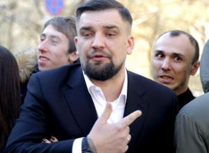 «Лохматое чмо» ростовчанина Басты признано Оскорблением года в России