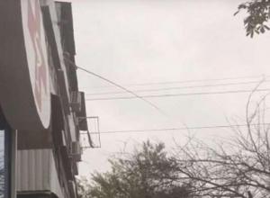 Веселый ростовчанин удил рыбку прямо из окна многоэтажки