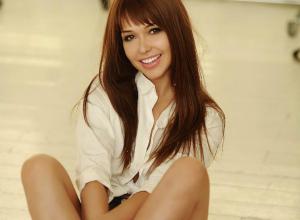 Сексуальная звезда Playboy из Ростова в заманчивой позе захотела «пошалить со сладким»