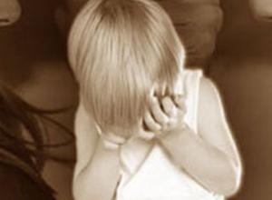 В Ростове мужчина похитил и три дня удерживает 3-летнюю дочку в коттедже