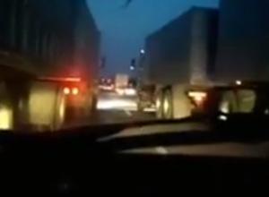 Сумасшедшие гонки большегрузов с печальными итогами на подъезде к Ростову попали на видео