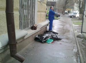 Молния убила разговаривающую по телефону в грозу девушку в центре Ростова