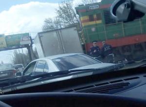 Чудом удалось избежать жертв после столкновения локомотива с газелью в Ростове