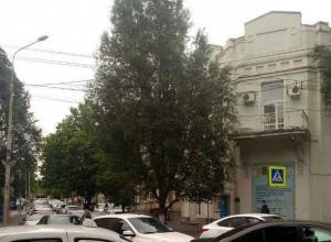 Центр Ростова встал в гигантской утренней пробке из-за перекрытой Театральной площади