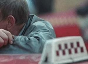 «Длиннорукий» рецидивист оставил без дорогого гаджета водителя такси в Ростовской области