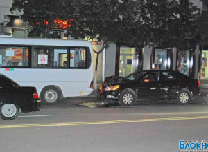 ДТП с маршруткой в центре Ростова: есть пострадавшие