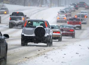 Частично восстановлено движение на трассе в Ростовской области после снегопада