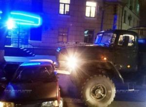 В Новочеркасске военный «Урал» врезался в «ВАЗ-2109». Фото
