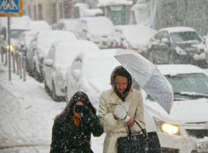 Жуткий снегопад с проливным дождем омрачат первый день рабочей недели жителям Ростова