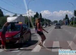 На пешеходном переходе в Волгодонске таксист сбил женщину. ВИДЕО